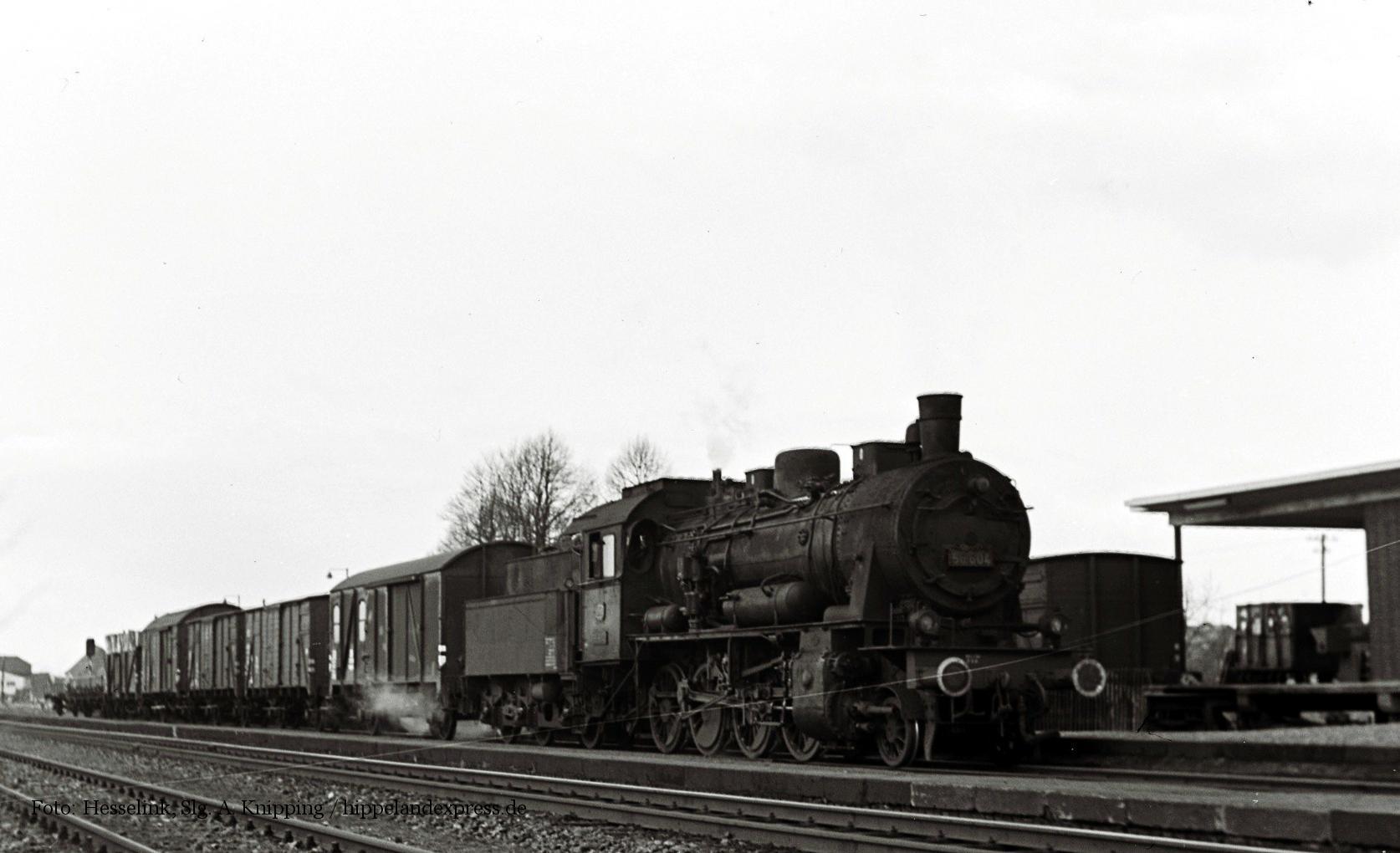 56 604 mit Güterzug in Xanten 1962