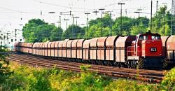 RAG 643 schiebt einen Leerwagenzug aus dem Bahnhof Rheinkamp.